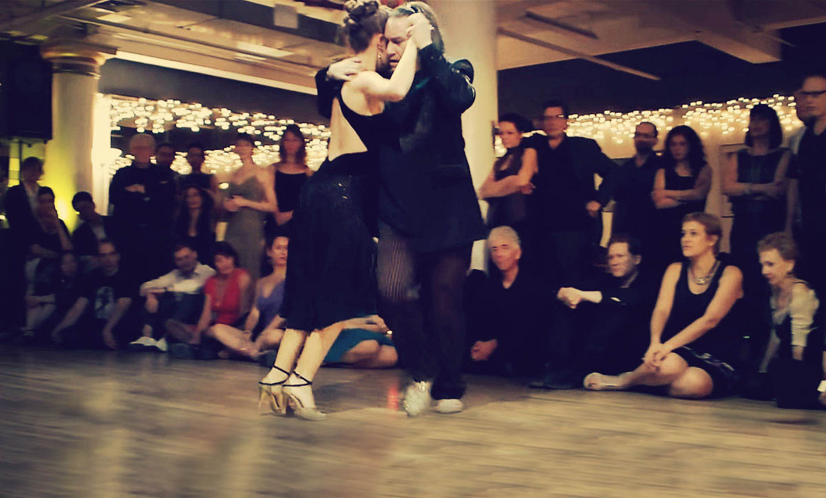 These 5 Argentine Tango Performances in 2014 will make your head spin